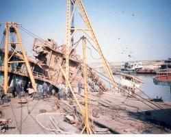 挖沙船打捞